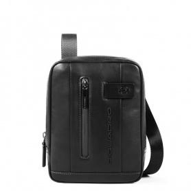 Die Piquadro Urban Tasche trägt die schwarzen Minipads CA3084UB00 / N