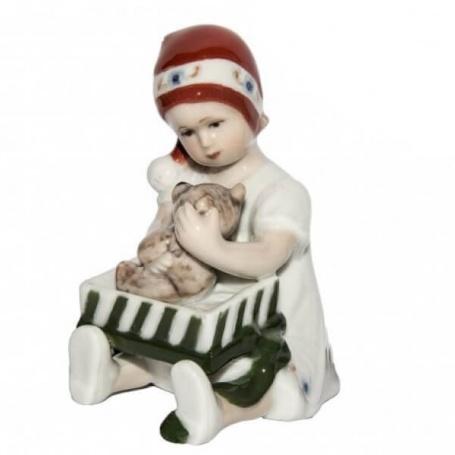 Elsa Christmas figurine girl with Royal White gift