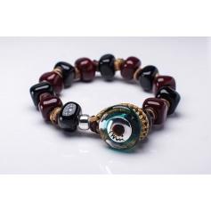 Moi Bonnie bracelet with unisex black and burgundy glass beads