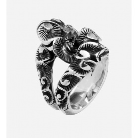 Maria and Luisain chevalier ring in inlaid burnished silver -AA0052