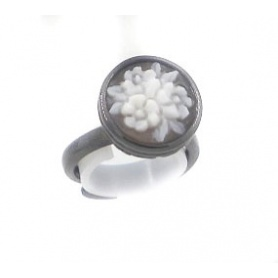 Italian Cameo ring in with cameo flower motif - A10