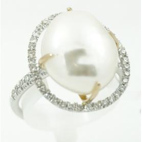 Mimi ring white gold and diamonds and Victoria Baroque Pearl