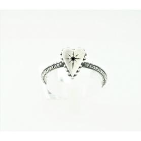 Kleines Herz Schmuck Ring mit Silber und acht schwarzen Diamanten besetzt