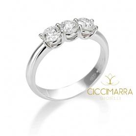 Anello Trilogy Mimì classico in oro con diamanti 0.43G