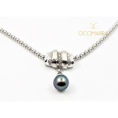 Vendorafa necklace in white gold with Tahiti black pearl