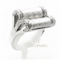 Vendorafa ring, bow in white gold and diamonds KA2627