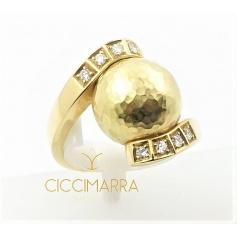 Vendorafa Sfera ring in hammered gold and diamonds