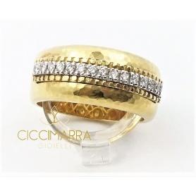 Vendorafa Ring aus gehämmertem Gold und Diamanten