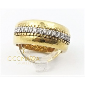 Vendorafa ring in hammered gold and diamonds