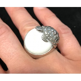 Raspini woman ring with white agate and turtle